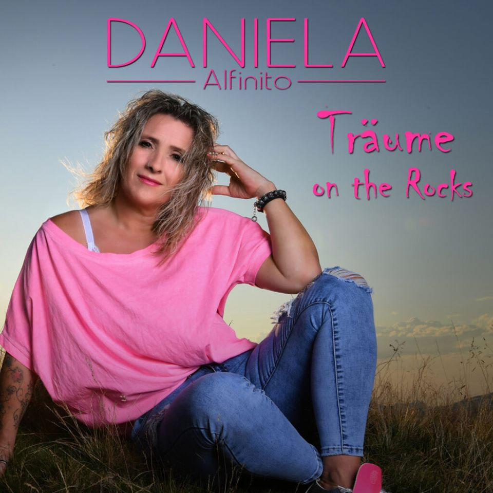 Daniela Alfinito Träume on the Rocks